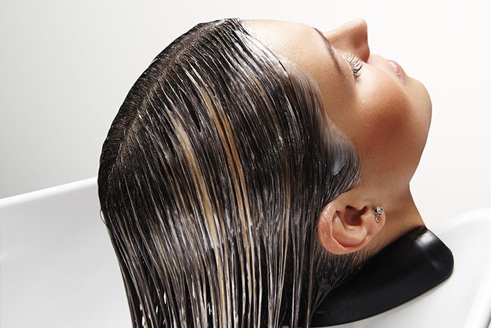 Redobre os cuidados com a hidratação de cabelos quimicamente tratados