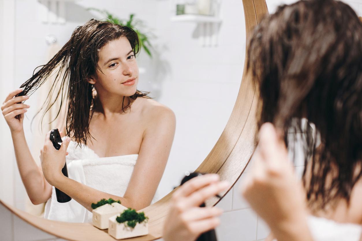 Aplicar muito protetor térmico deixa o cabelo mais protegido