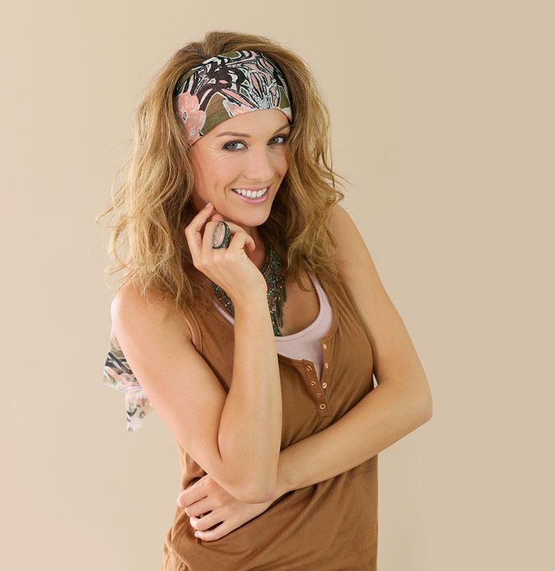 O charme dos lenços no cabelo  por que você deve usá-los   27deee26e60a