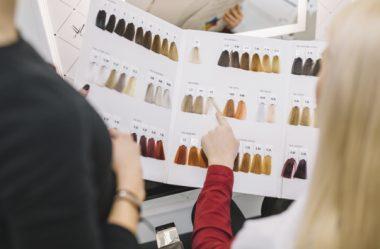 Cabelos coloridos: guia de cuidados para salões de beleza