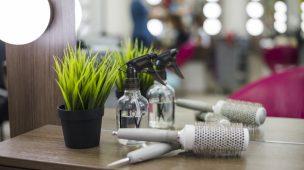 frascos Borrifador de plástico e escova de cabelo automática