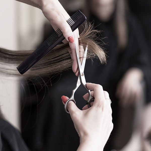 cuidados-cabelos-com-luzes-faca-cortes-periodicos