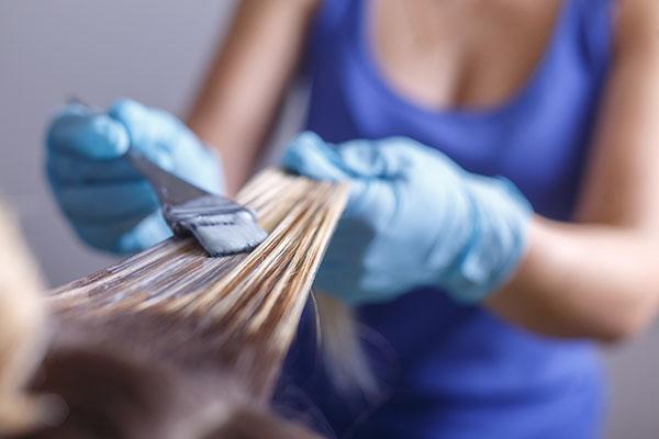 como colorir o cabelo das clientes sem danificar