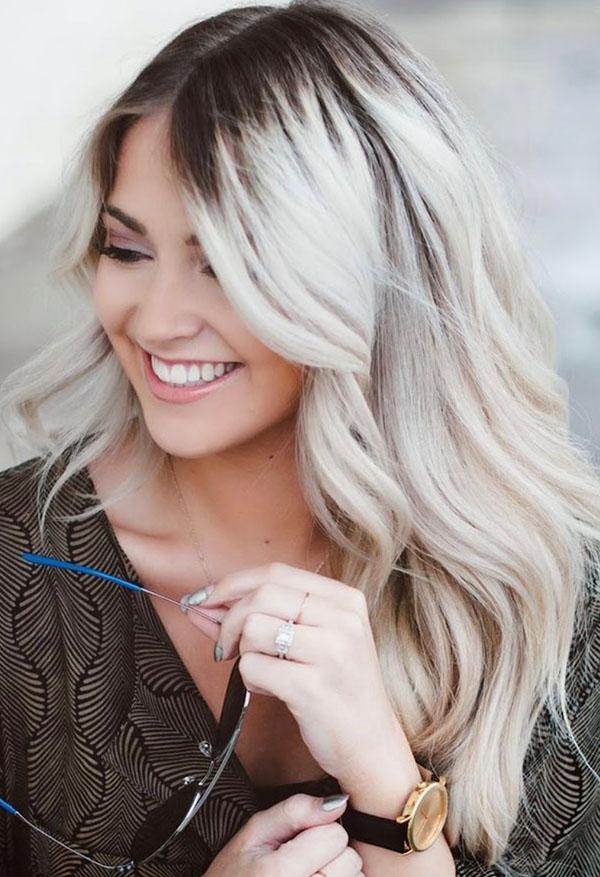 tendencia-para-cabelo-loiro-com-fundo-escuro