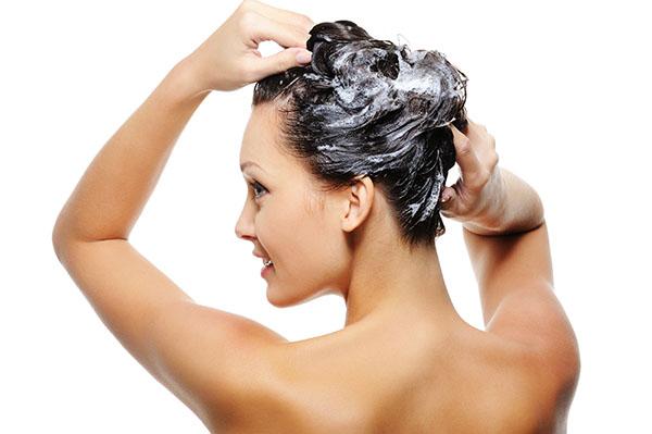 cabelos-oleosos-cuidados-lave-em-dias-alternados