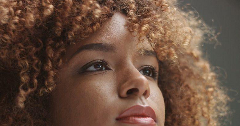 descolorir cabelos crespos e cacheados