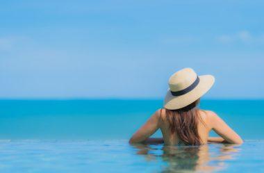 Cuidados com o cabelo no verão: do mar à piscina